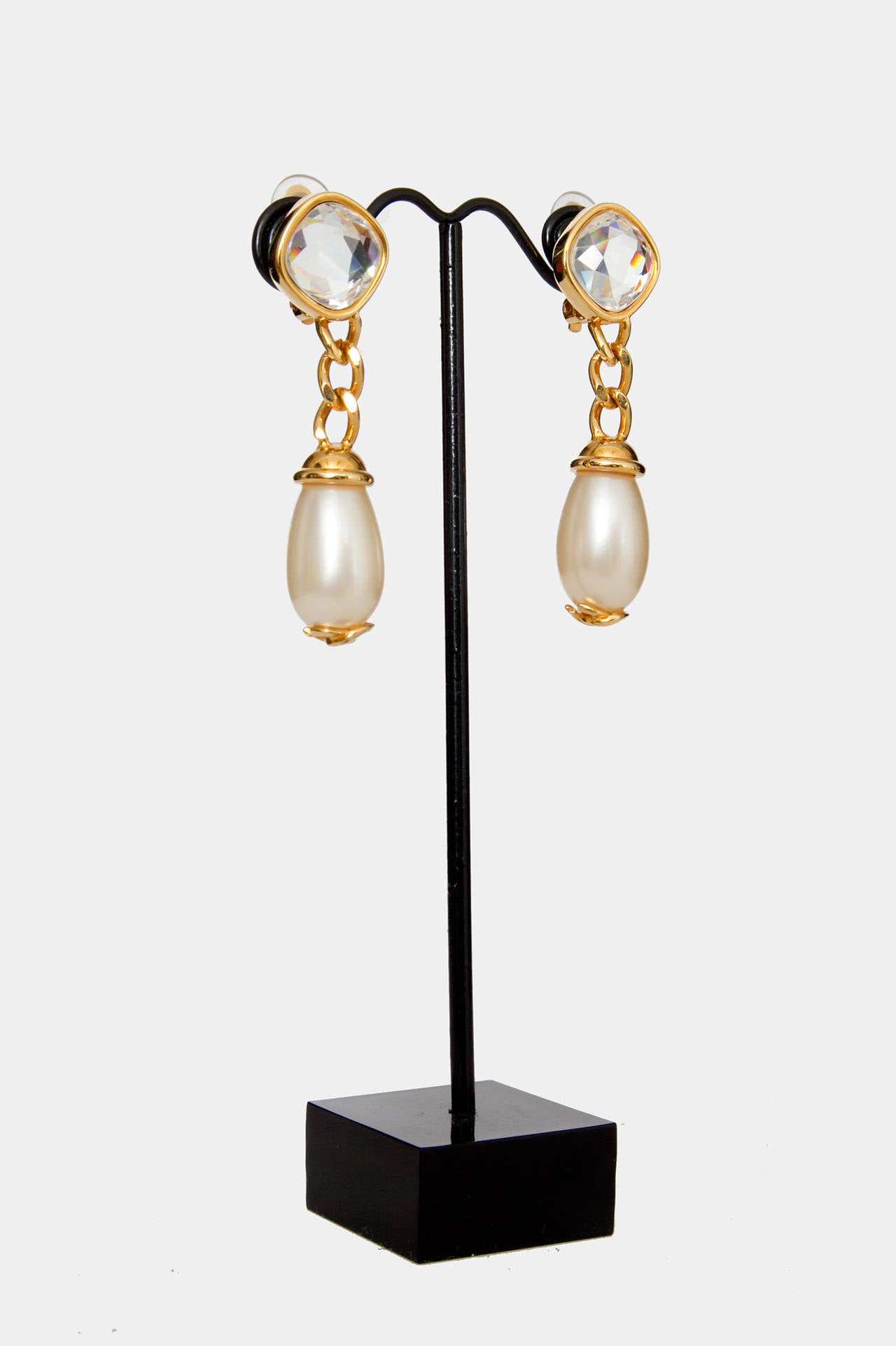 A Pair Of '97 Chanel Mother of Pearl Drop Earrings 3