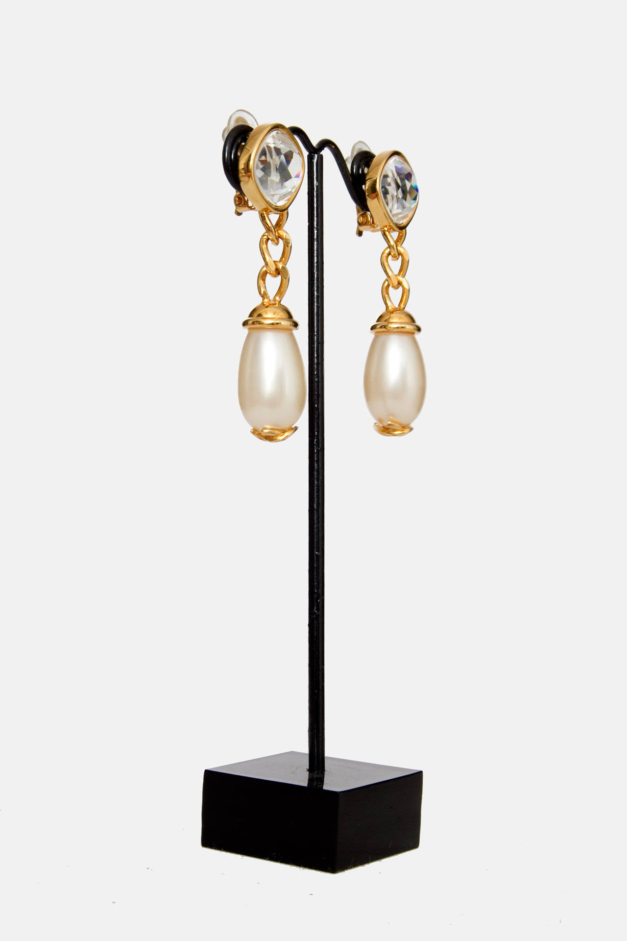 A Pair Of '97 Chanel Mother of Pearl Drop Earrings 4