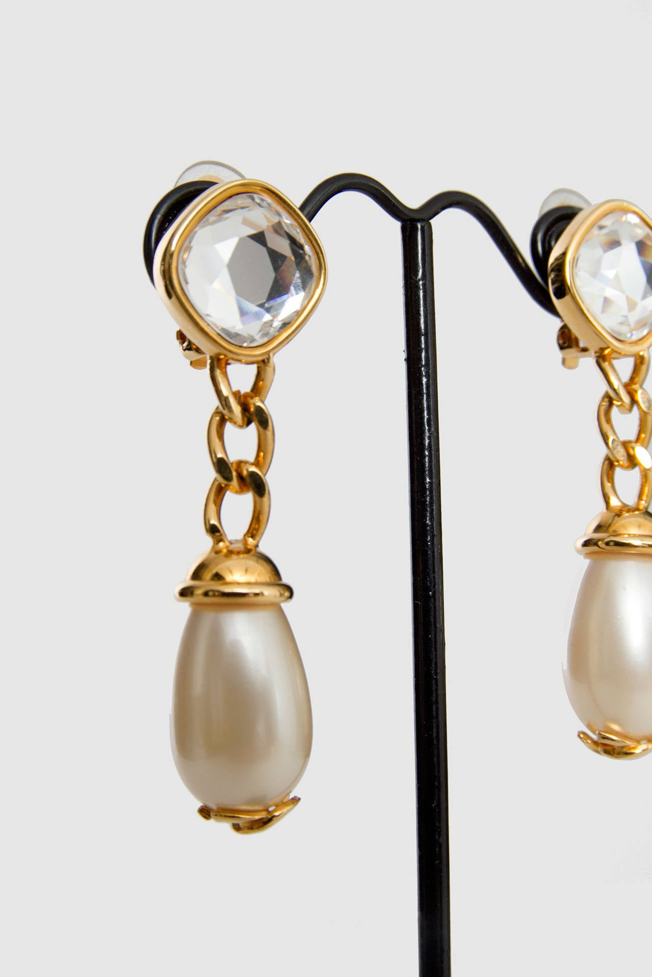 A Pair Of '97 Chanel Mother of Pearl Drop Earrings 7