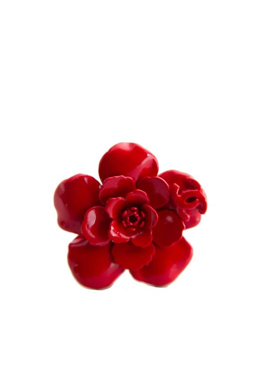 1980s Red Painted Metal Chanel Flower Clip-On Earrings For Sale 5