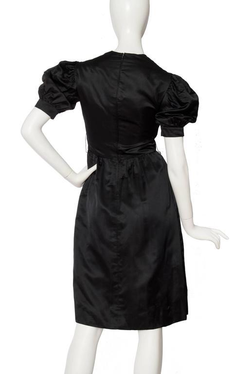 70s Oscar de la Renta Silk Satin Cocktail Dress In Fair Condition For Sale In Copenhagen, DK