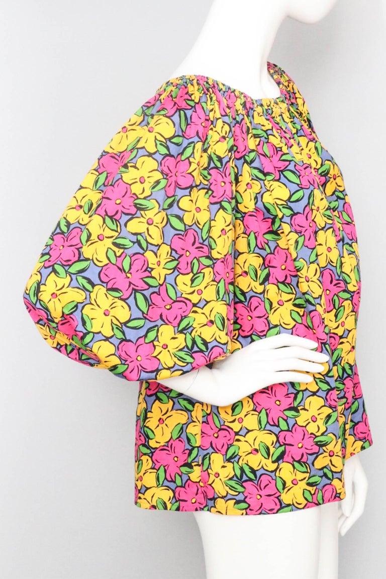 A 1980s Vintage Yves Saint Laurent Floral Cotton Peasant Blouse In Excellent Condition For Sale In Copenhagen, DK