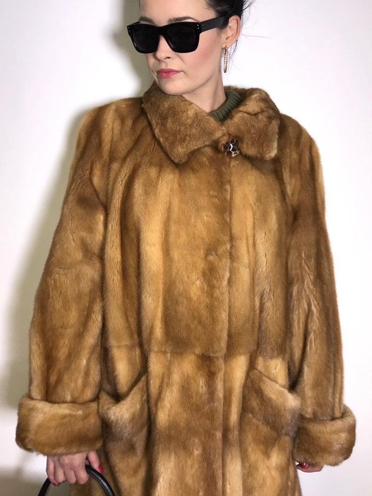 Saga mink silk fur 3/4 jacket / coat. Tan/beige. Gold mink. (9) For Sale 1