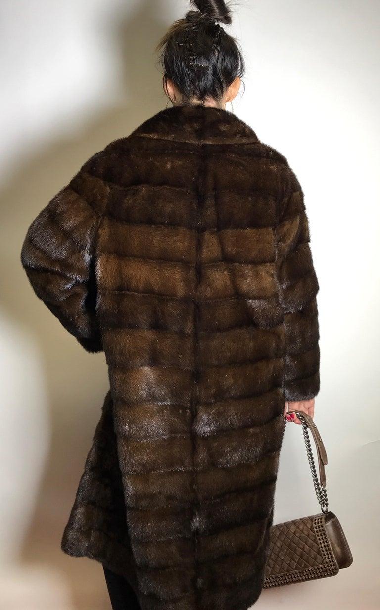 Long mink fur coat. Crosswise cut. Silk mink dark brown (17) In Good Condition For Sale In Berlin, DE