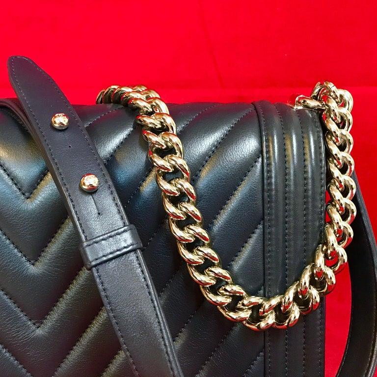 Women's or Men's CHANEL Boy New Medium navy blue shoulder bag chevron lambskin 2016 For Sale