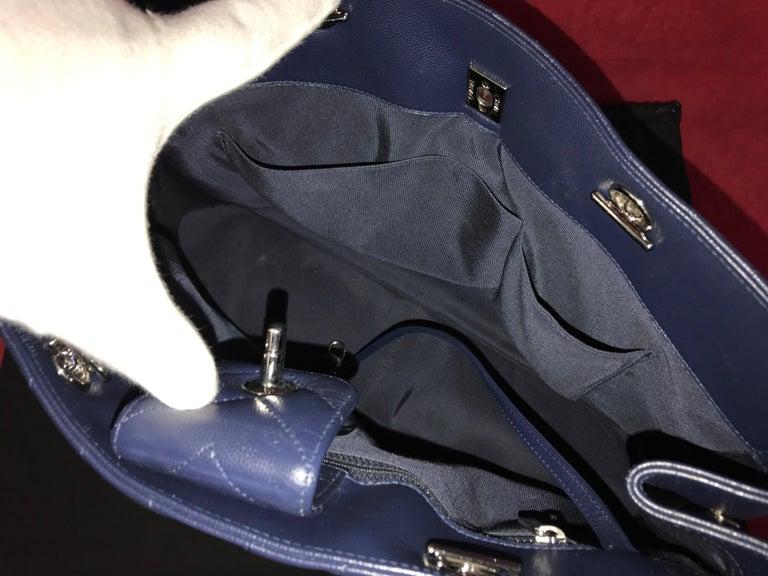 Large CHANEL CC Shopping Bag/Shopper chain chevron lambskin navy blue 2016 For Sale 4