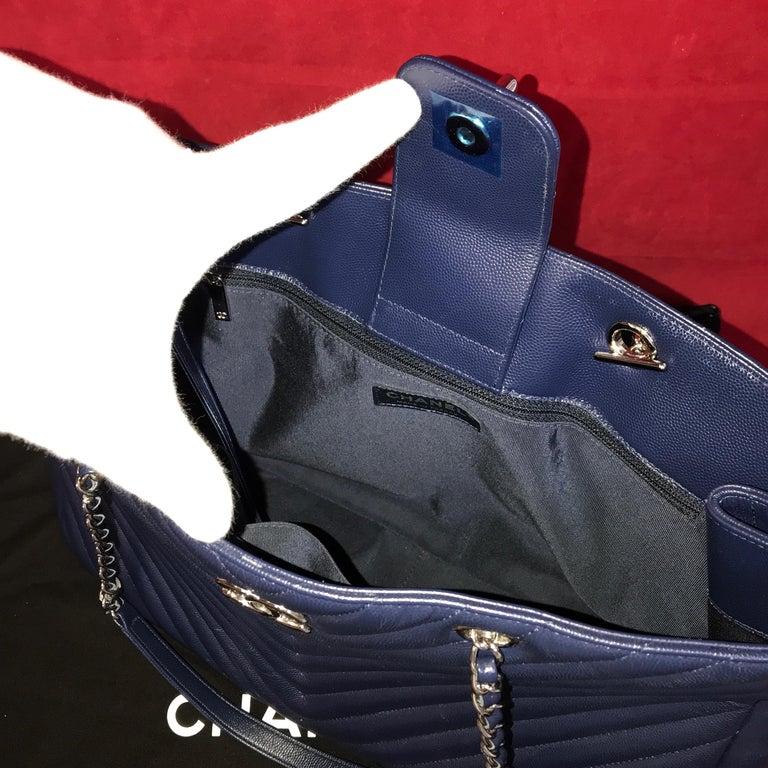 Large CHANEL CC Shopping Bag/Shopper chain chevron lambskin navy blue 2016 For Sale 2