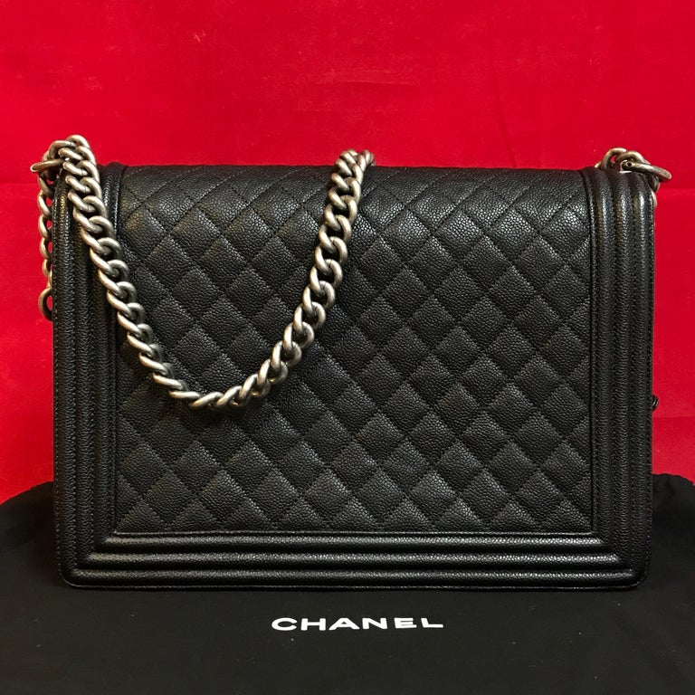 CHANEL Large Boy shoulder bag black quilted caviar / calfskin 2016 In Excellent Condition For Sale In Berlin, DE