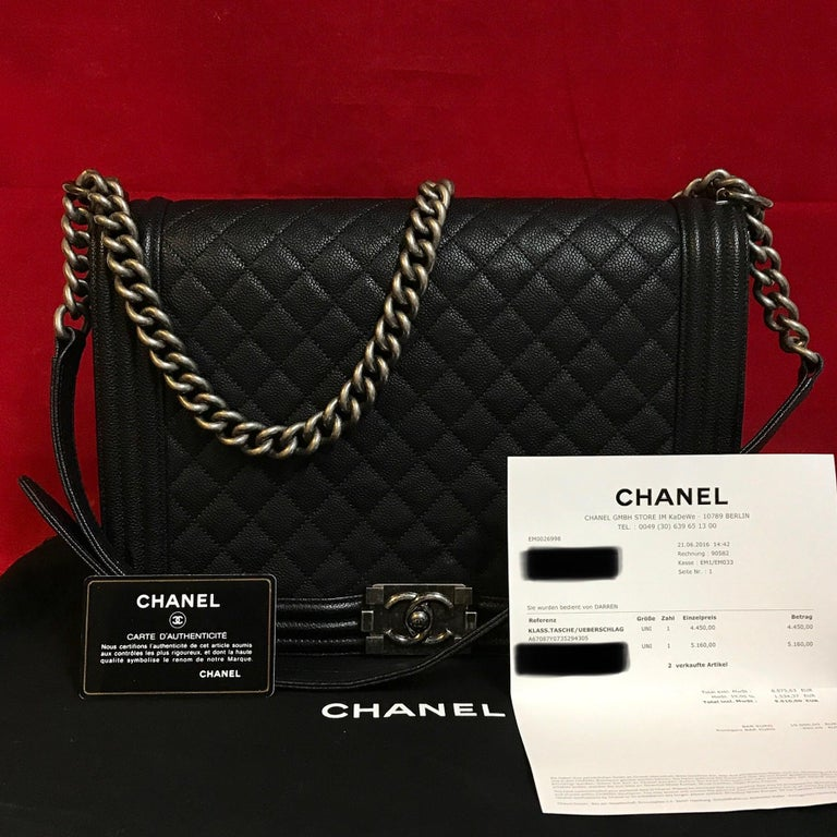 CHANEL Large Boy made of black quilted calfskin.  The bag is in a very good condition and has minimal signs of use.  The delivery includes: - Chanel Large Boy - Dustbag - Original CHANEL bill of 2016  Dimensions: 11,8 x 8,3 x 3,9 inches / 30 x 21 x