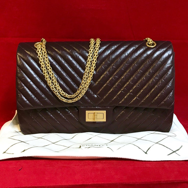 Black Limited CHANEL 2.55 shoulder bag bordeaux distressed chevron lambskin 2016 For Sale