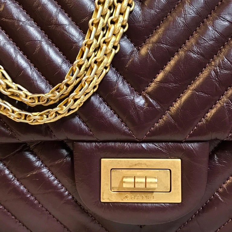 Women's or Men's Limited CHANEL 2.55 shoulder bag bordeaux distressed chevron lambskin 2016 For Sale