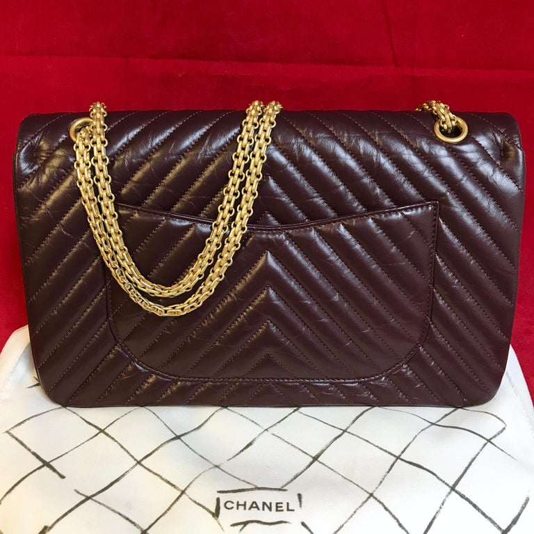 Limited CHANEL 2.55 shoulder bag bordeaux distressed chevron lambskin 2016 In Excellent Condition For Sale In Berlin, DE