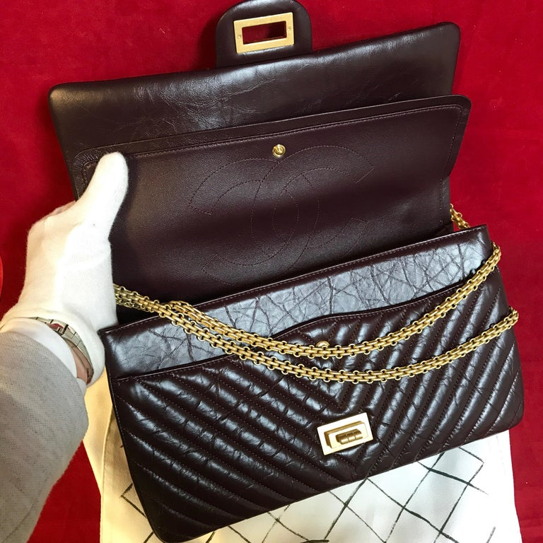 Limited CHANEL 2.55 shoulder bag bordeaux distressed chevron lambskin 2016 For Sale 4