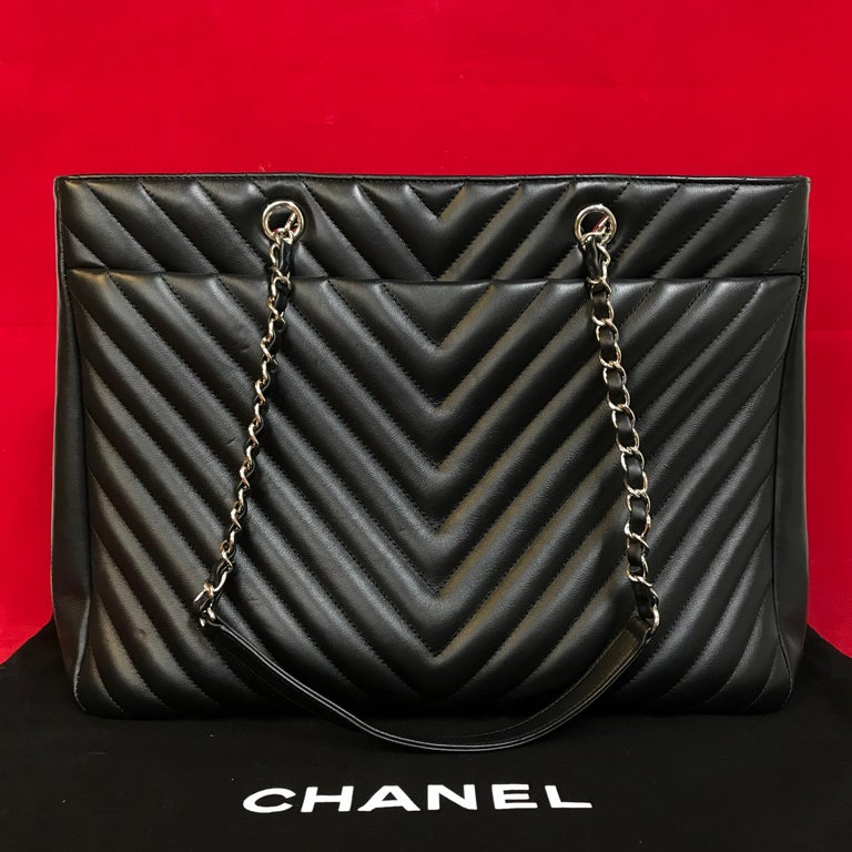 Large CHANEL CC Shopping Bag/Shopper chain chevron lambskin black 2016 In Excellent Condition For Sale In Berlin, DE