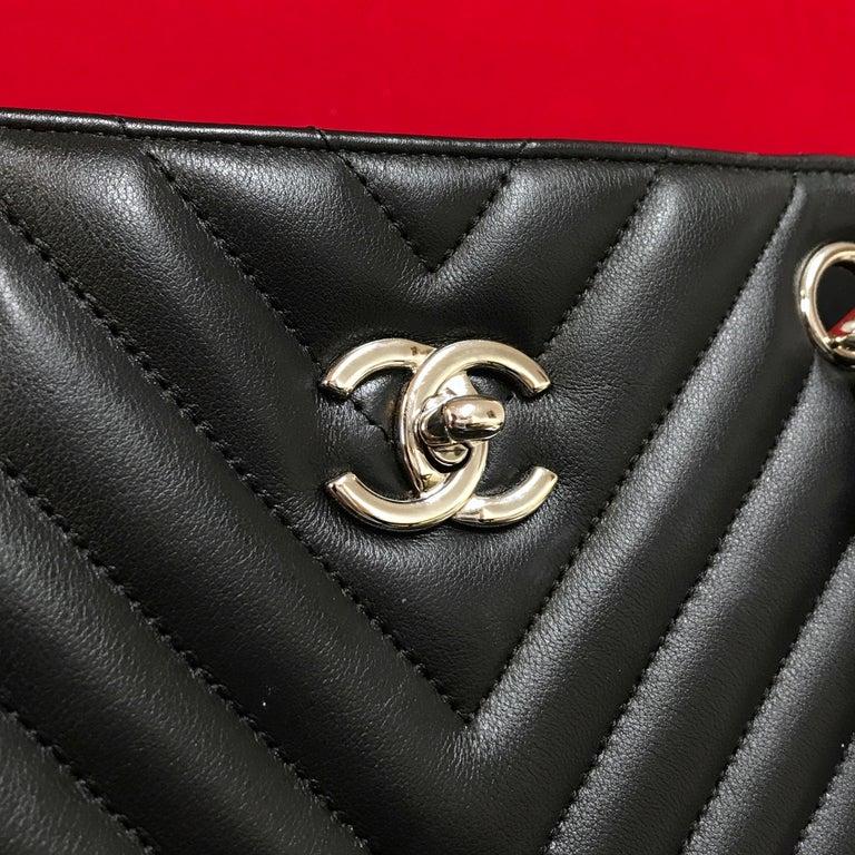 Women's or Men's Large CHANEL CC Shopping Bag/Shopper chain chevron lambskin black 2016 For Sale