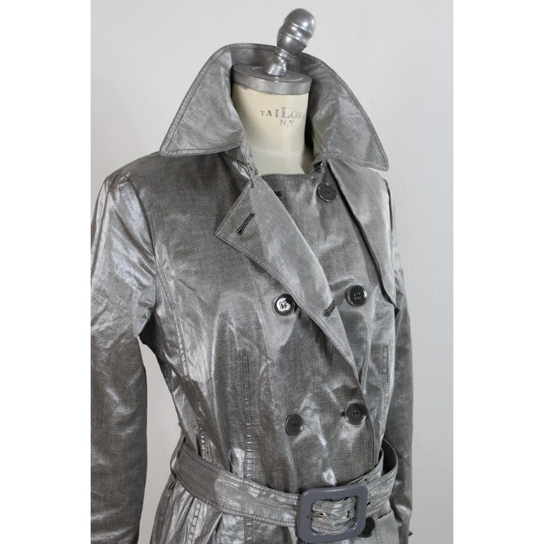 Giorgio Armani Trench Raincoat Glossy Effect Linen Check Vintage Gray, 1990s For Sale 2