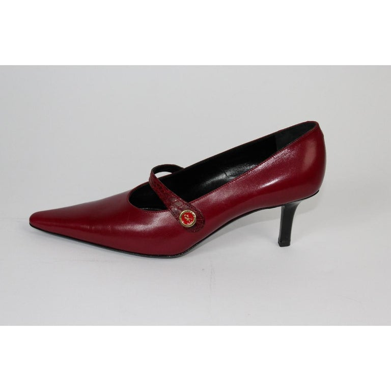 Roberta di Camerino vintage red pump hells shoes decolte. Size 39,5 in leather. Made in Italy, new never worn.  Model Code: 42 0304 508  Size: 39,5 Italy 8,5 Us 6 Uk