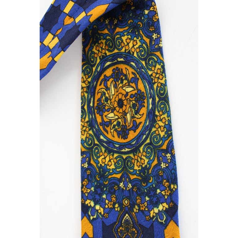 1980s Gianni Versace Tie Silk Baroque Vintage Blue Gold In Good Condition For Sale In Brindisi, Bt