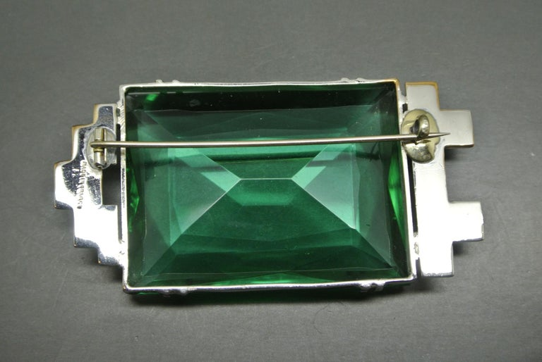 French 1950s made in france Art Deco Green large Glass Brooch In Good Condition For Sale In London, GB