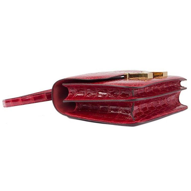 Women's HERMES Braise red Shiny Alligator CONSTANCE 18 Shoulder Bag For Sale