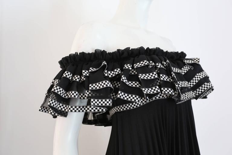 Jean Varon off the shoulder pleated empire evening gown, c. 1970s In Excellent Condition For Sale In London, GB