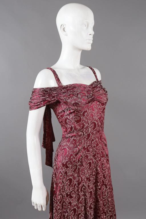 Bias cut off-the-shoulder lamé silk evening dress, C. 1930s In Excellent Condition For Sale In London, GB