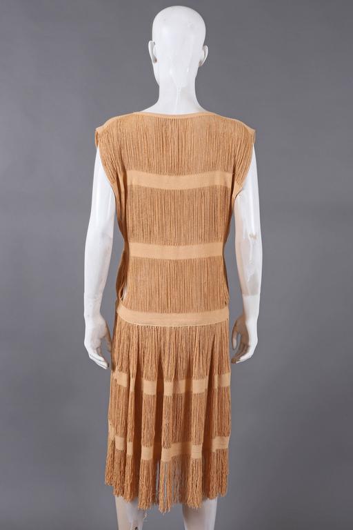 Women's fringed panelled linen flapper dress, c. 1920s For Sale