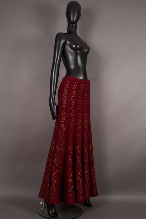 Alaia rouge embroidered knitted skirt, circa 1999 In Excellent Condition For Sale In London, GB