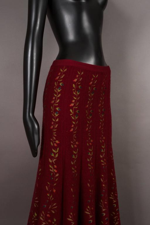 Women's Alaia rouge embroidered knitted skirt, circa 1999 For Sale