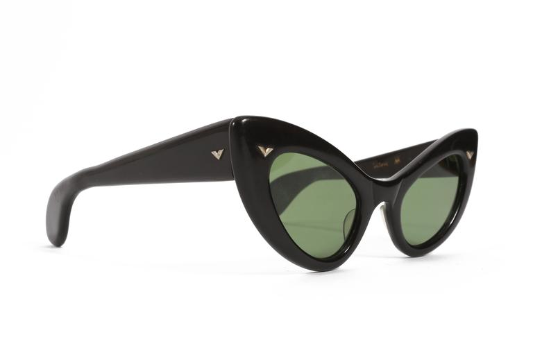 Black black cat eye sunglasses, circa 1950s For Sale
