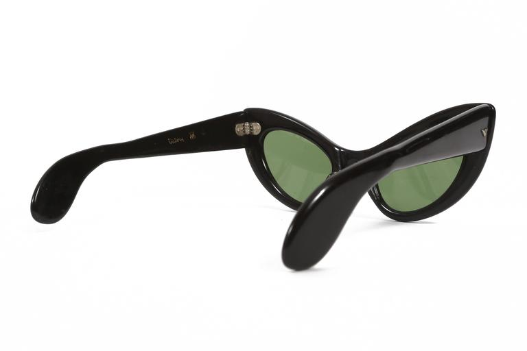 black cat eye sunglasses, circa 1950s In Good Condition For Sale In London, GB