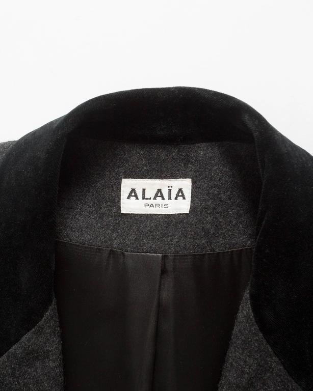Alaia plus sized charcoal gray wool pant suit with velvet collar, AW 1987 For Sale 2