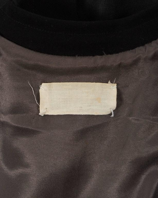 Margiela Autumn-Winter 1992 black cotton full length priest coat 9