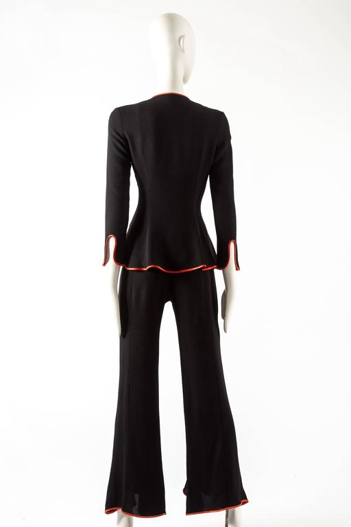 Ossie Clark 1970 black moss crepe 'Judy' pant suit with red satin trim In Good Condition For Sale In London, GB