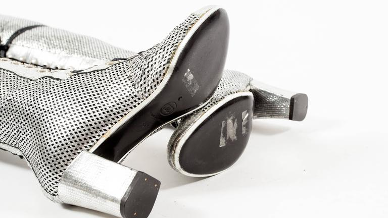 Chanel Spring-Summer 2008 metallic silver thigh high laser cut leather boots For Sale 3