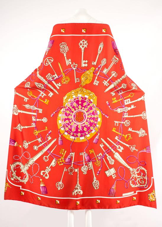 Women's or Men's Hermes red Giant Silk Scarf with 'Les Cles' print For Sale