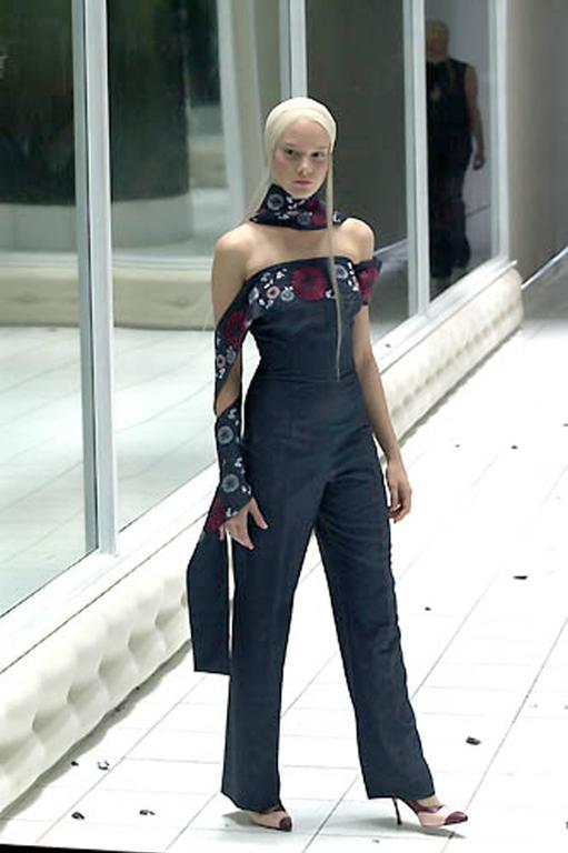 Alexander McQueen Spring-Summer 2001 embroidered bustier  4