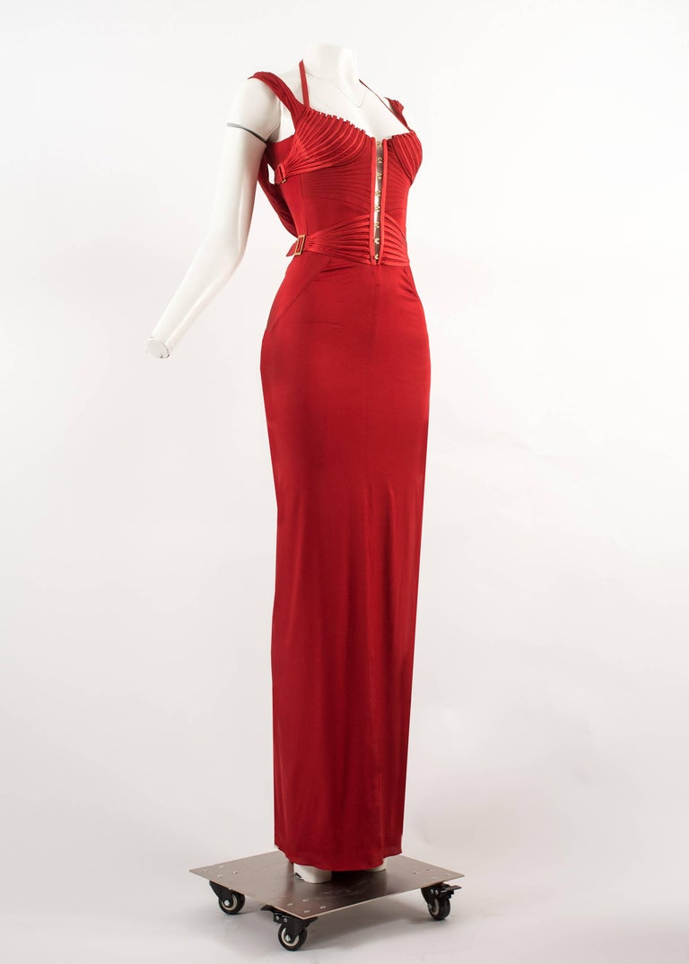 Tom Ford for Gucci Autumn-Winter 2003 red silk corseted evening gown  2