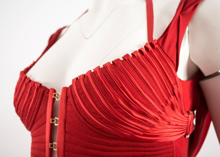 Tom Ford for Gucci Autumn-Winter 2003 red silk corseted evening gown  5