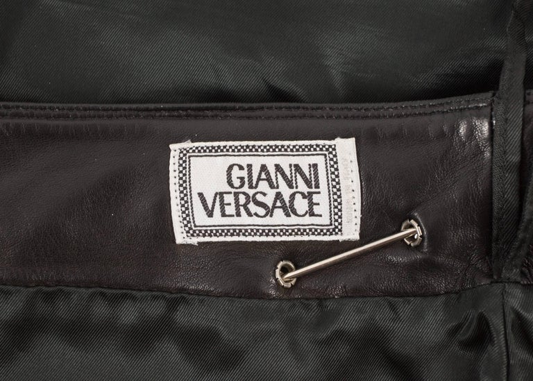 Gianni Versace Spring-Summer 1994 black lambskin leather skirt with safety pins For Sale 3