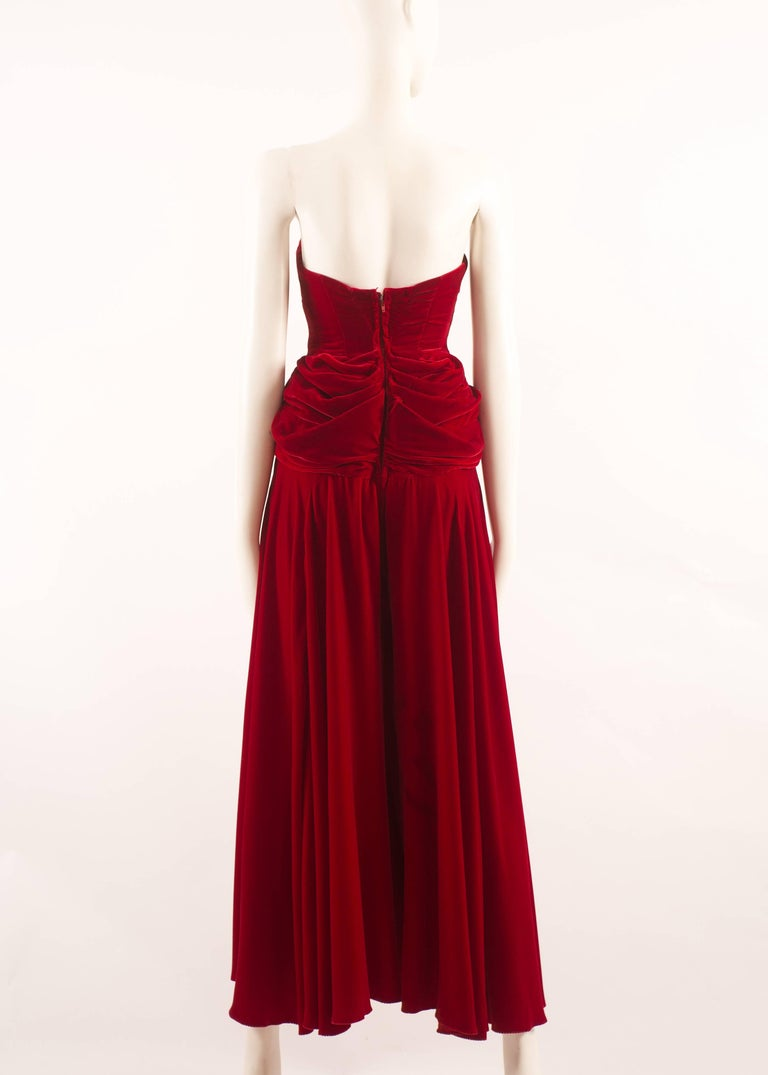 Jean Doucet Autumn-Winter 1996 couture red velvet palazzo strapless jumpsuit For Sale 2