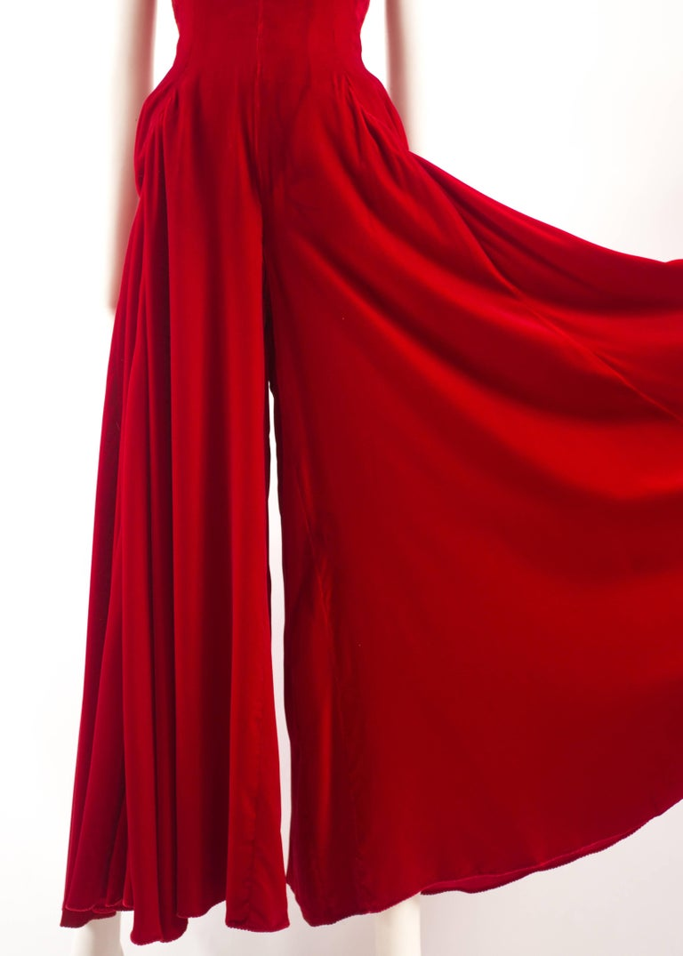 Jean Doucet Autumn-Winter 1996 couture red velvet palazzo strapless jumpsuit In Good Condition For Sale In London, GB