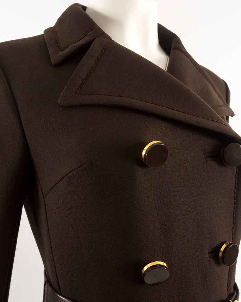 1960s brown wool coat with gold studs and belt In Excellent Condition For Sale In London, GB