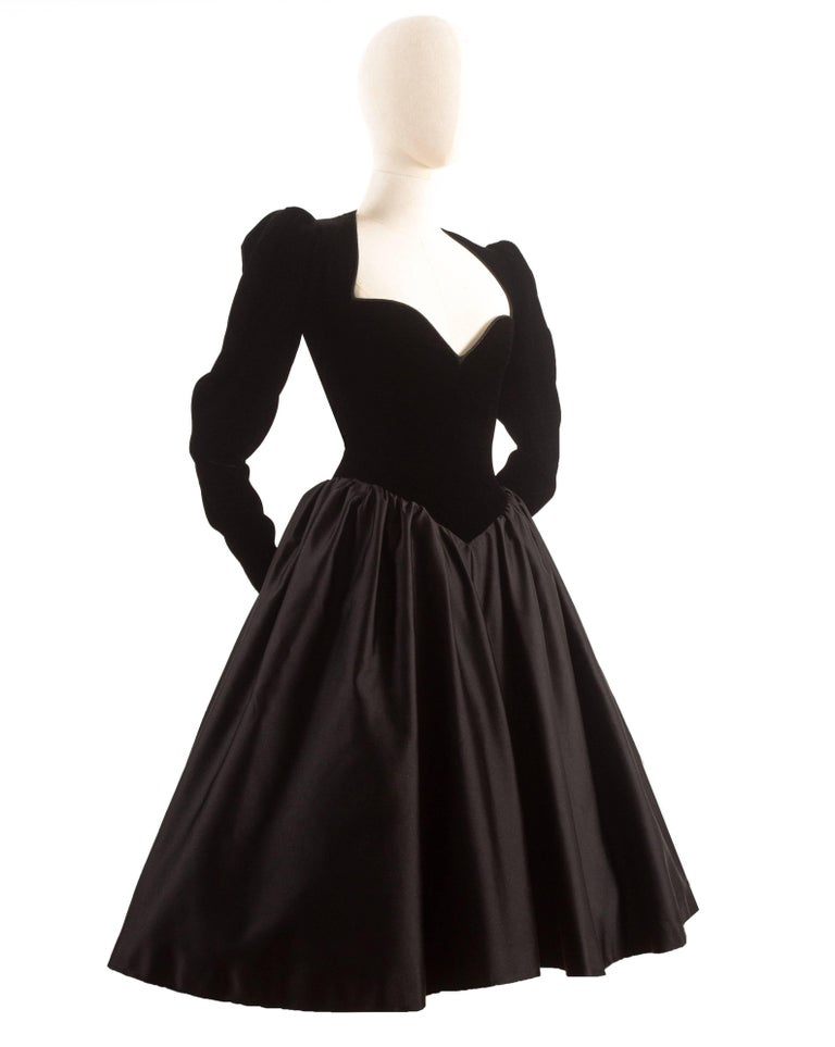 Black Yves Saint Laurent Haute Couture Autumn-Winter 1981 black velvet cocktail dress For Sale