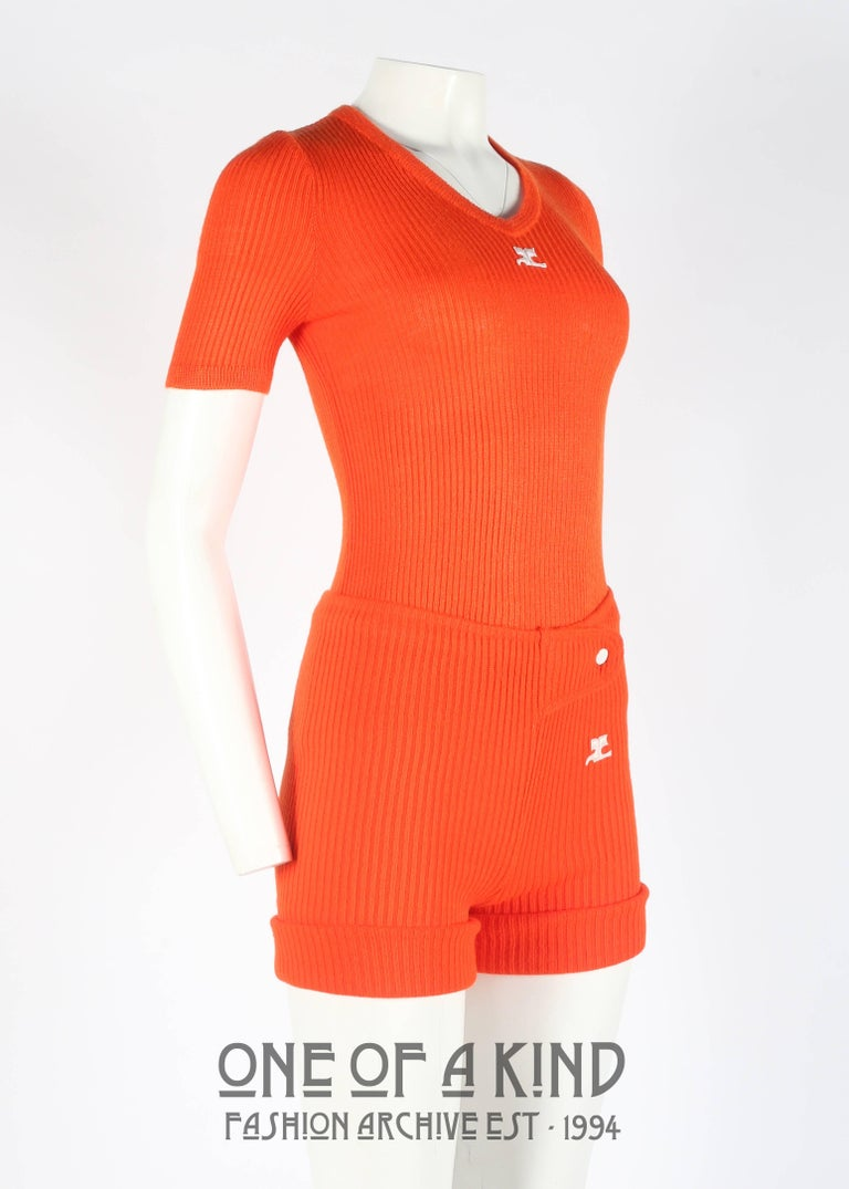 Courreges 1960s orange rib knit shorts and t-shirt ensemble  In Good Condition For Sale In London, GB
