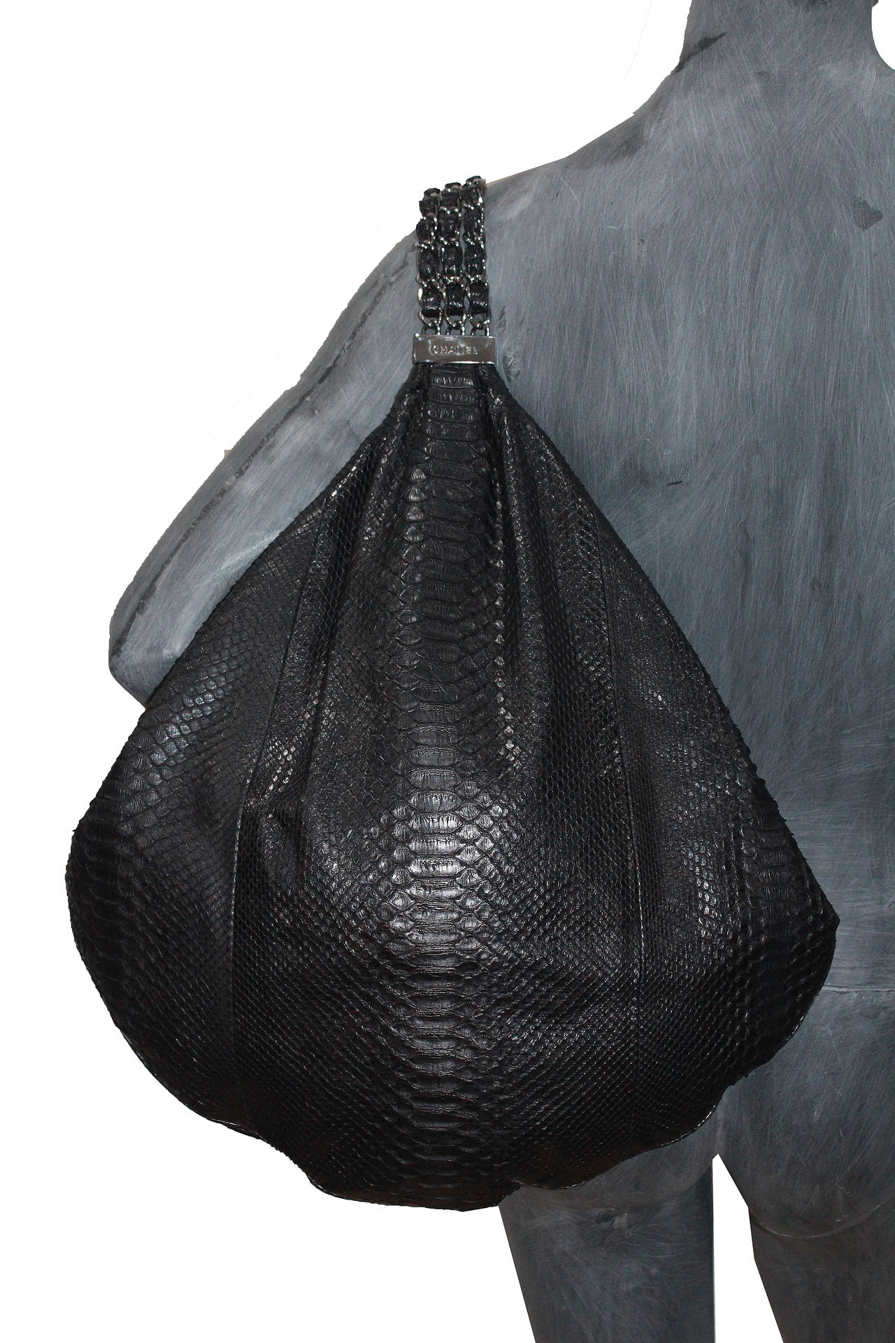 Fine and rare Large Chanel King Python Black Hobo Bag (Spring/Summer 2007) 4