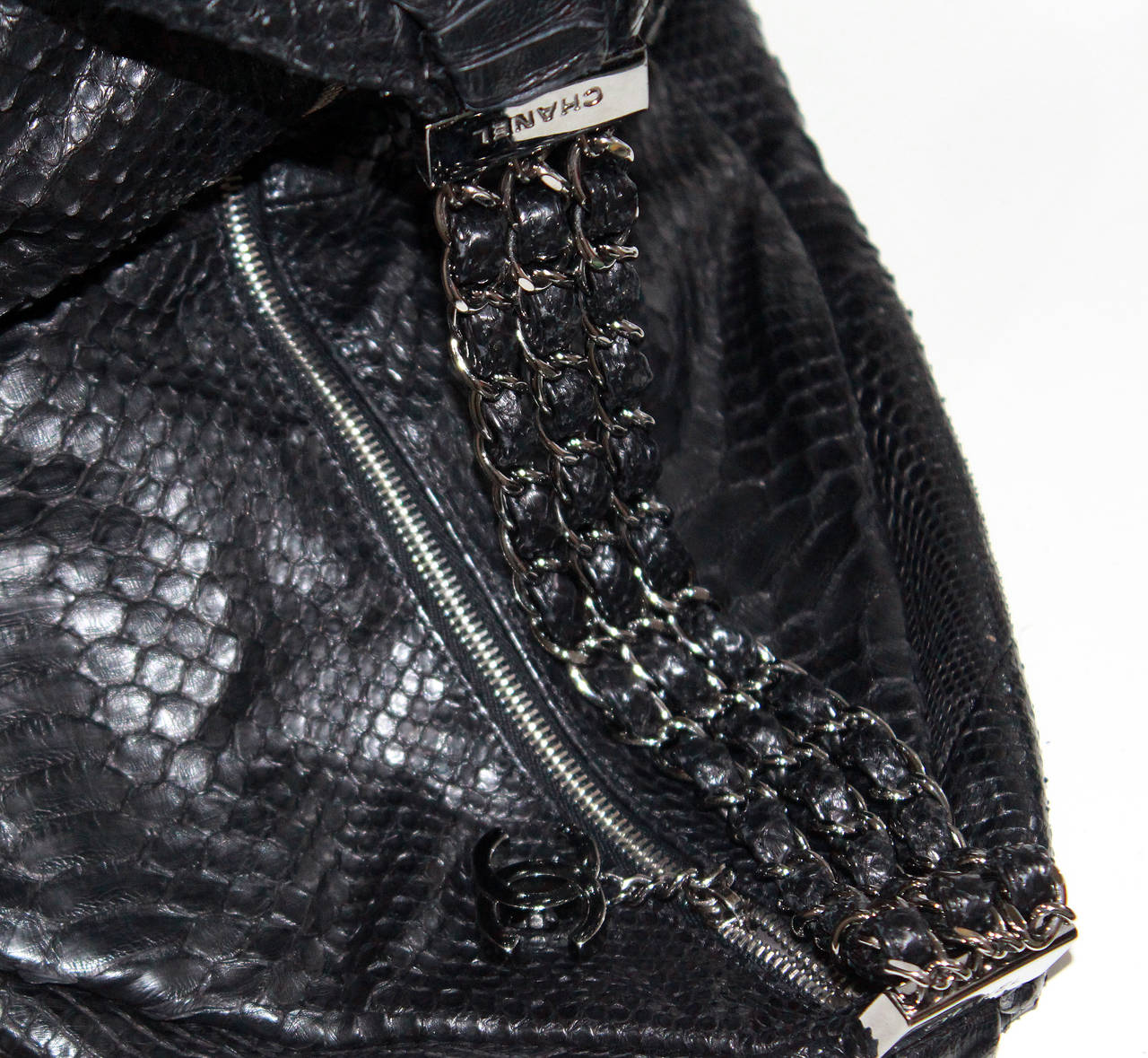 Fine and rare Large Chanel King Python Black Hobo Bag (Spring/Summer 2007) 5