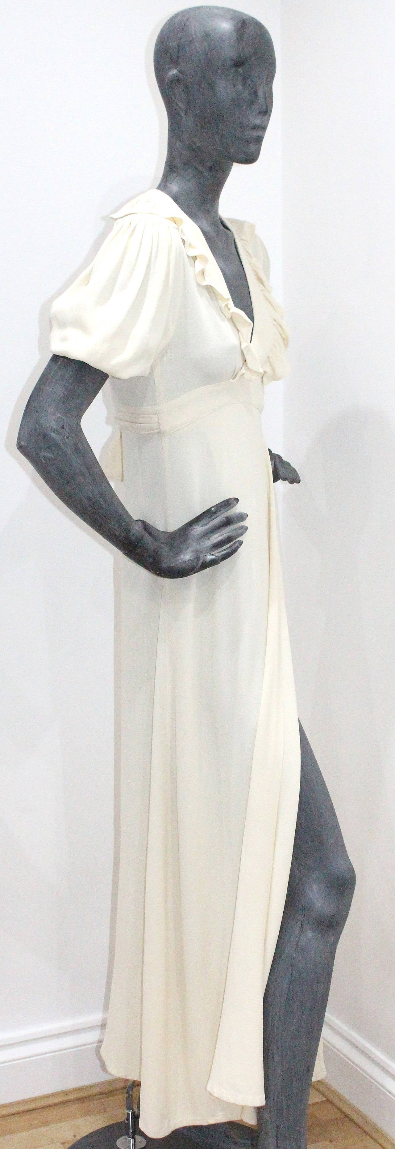 1970s Ossie Clark Ivory Moss Crepe Wrap Dress In Good Condition For Sale In London, GB