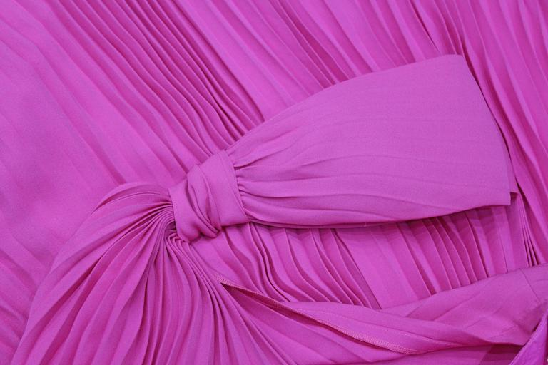 Exceptional Pierre Cardin Hot Pink Pleated Silk Evening Dress c. 1977 In Excellent Condition For Sale In London, GB