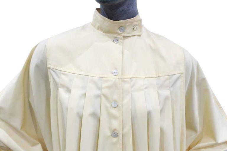 Bill Gibb ivory pleated opera coat, c. 1970s In Excellent Condition For Sale In London, GB